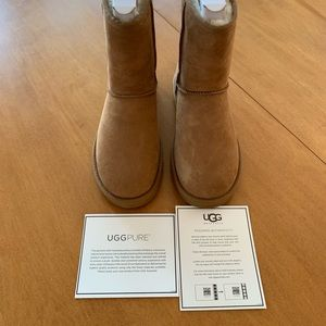 UGG Classic Short Women's Boots- Size 6
